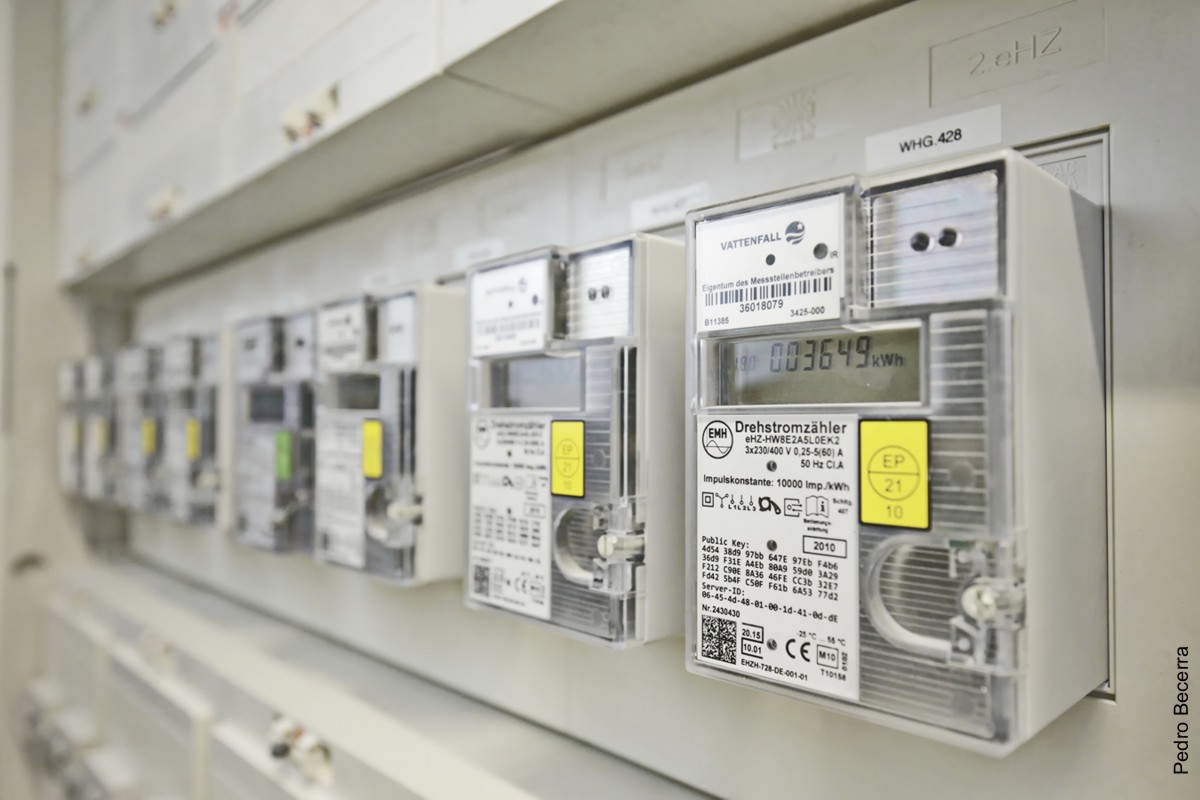 Install Or Replace All Types Of Circuit Breakers Information On Installing Removing And Replacing Meters Contact